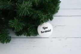 Kerstbal parelmoer wit mat kunststof met naam of tekst