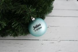 Kerstbal lichtblauw mat of glanzend kunststof met naam of tekst