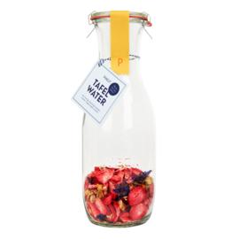 Tafelwater aardbei, jasmijnbloem, korenbloem