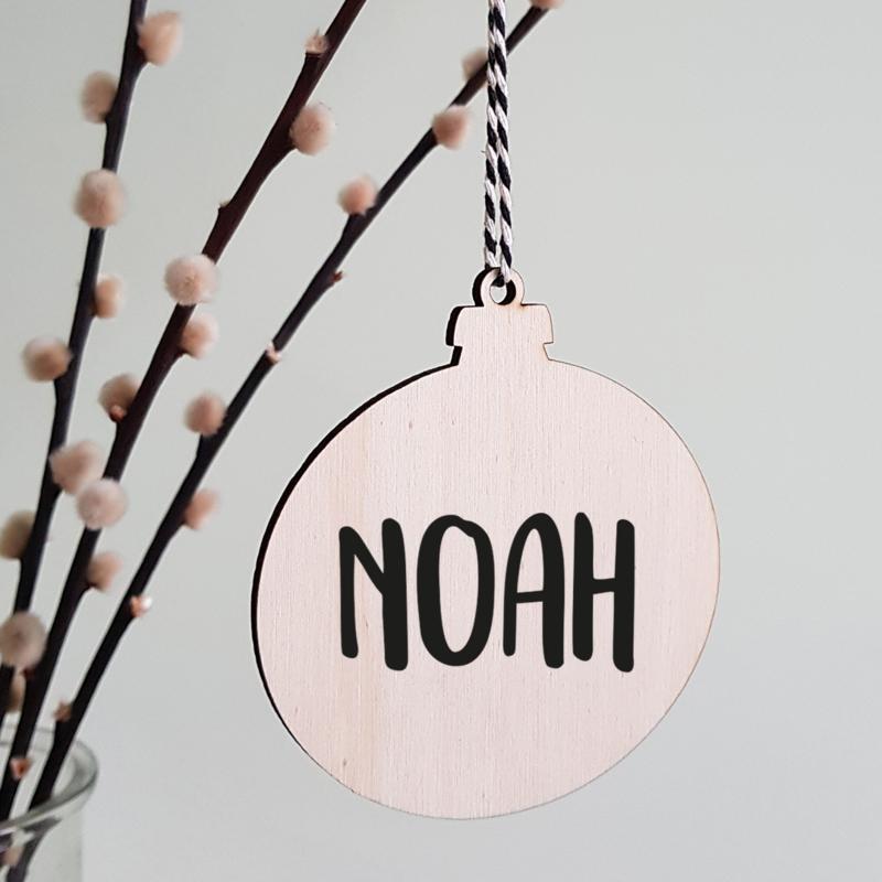 Kerstbal hout   Met naam stoer