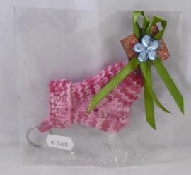 Gebreide sleutelhanger in cadeauverpakking, roze