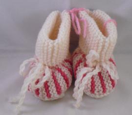 Gebreide slofjes wit-roze