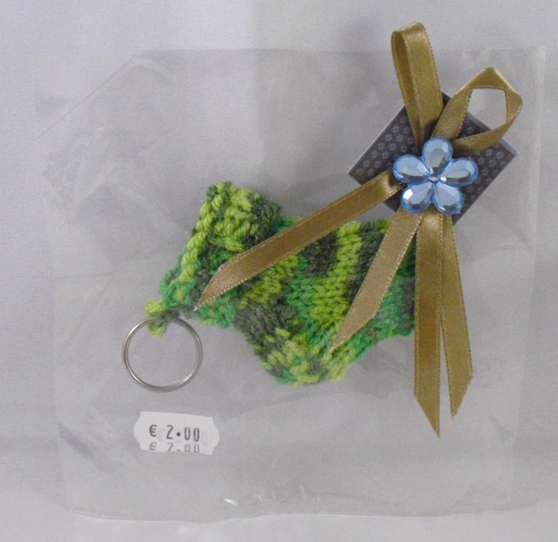 Gebreide sleutelhanger in cadeauverpakking, groen