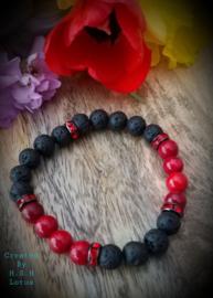 Koraal donker rood/ lavasteentjes afgewerkt met strass Armband