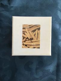 Mooi doosje met Cones en keramische backflow houder sandelwood