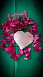 Houten kistje met echte rozenblaadjes 10 gr. En Hymalaya scrubzout hart