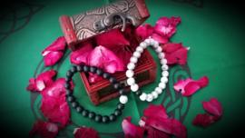 Armbanden 2 stuks/ houten kistje/ 10 gr rozenblaadjes