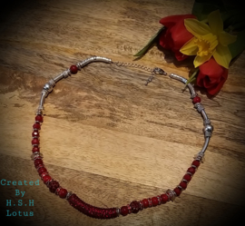 Bloedkoraal donker rood / Strass Siam. Rood Halssnoer