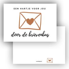 Mini kaartje Hart door de brievenbus cognac