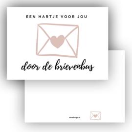 Mini kaartje Hart door de brievenbus roze