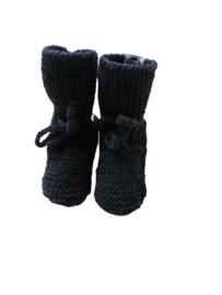 Knitted baby booties/slofjes antraciet
