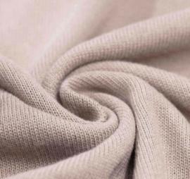 Overslag shirtje fijn gebreid kiezel/beige