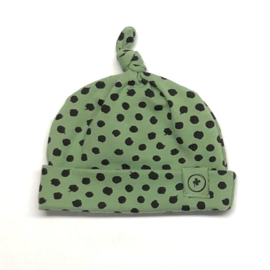 geknoopt babymutsje old green dots