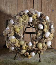 Krans witte en crème kleur  eitjes met fazantenveertjes 42 cm doorsnede