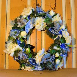 Witte rozen met Delfts blauw