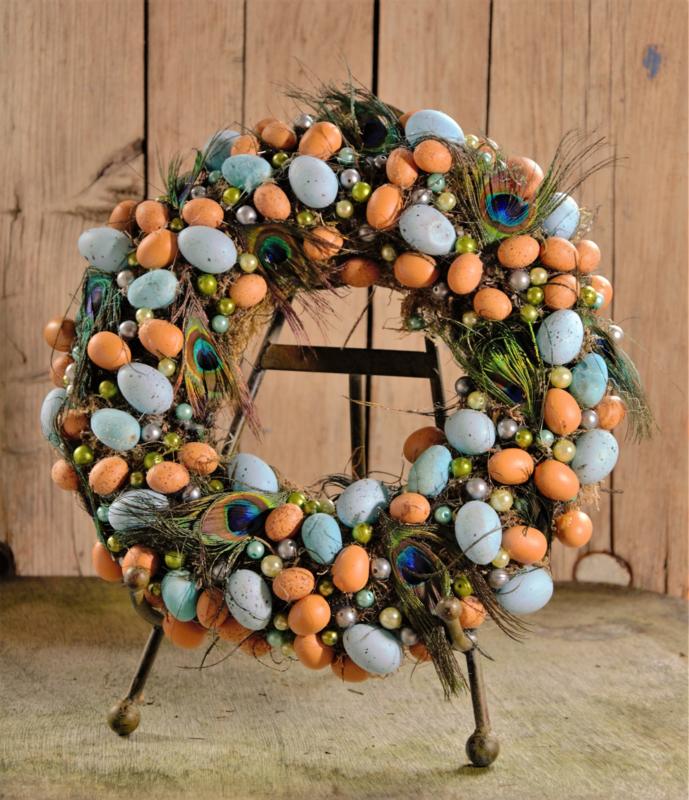 Krans blauwe en oranje eitjes pauweveren