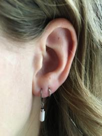 Winkel van Indah oorbellen - tube zachtroze zilver