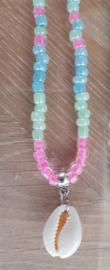 Korte ketting Miyuki kralen pink mint blue met Kauri schelp