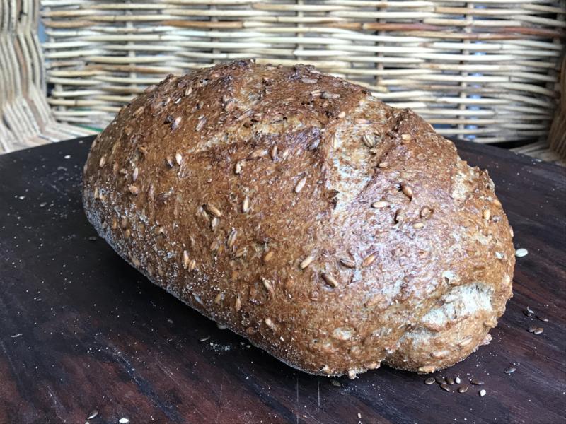 Bio Brood zonder naam (bio desem, met hele gewelde roggekorrels)