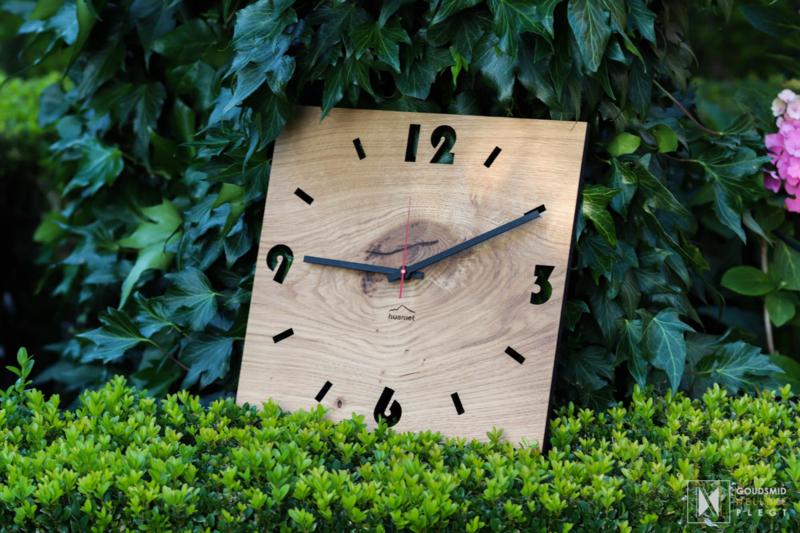 Vierkante houten klok 3,6,9,12