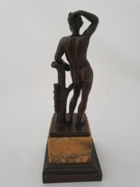 Bronzen naakte man