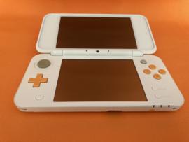 New nintendo 2DS XL oranje/wit in zeer nette staat in doos & krasvrije schermen