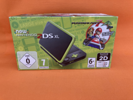 New nintendo 2DS XL groen/zwart Mario kart 7 edition in nette staat in doos & krasvrije schermen