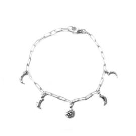 Amaris bracelet ☽ hammered moonphases silver