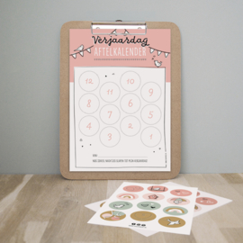 Verjaardag aftelkalender   roze   incl. stickers