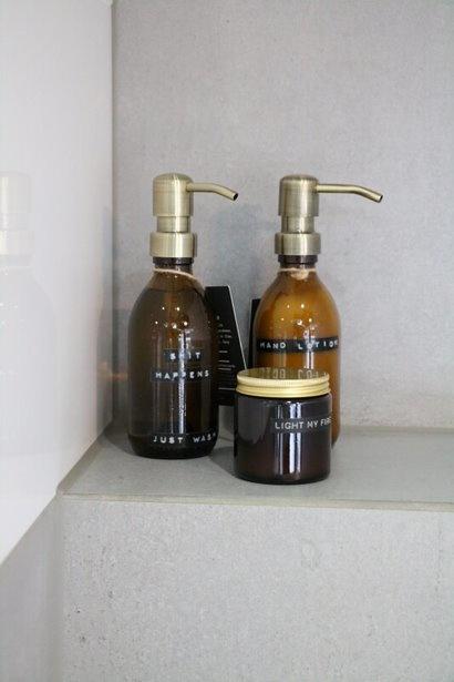 Wellmark Handzeep bamboe bruin glas messing pomp 250ml 'shit happens just wash'