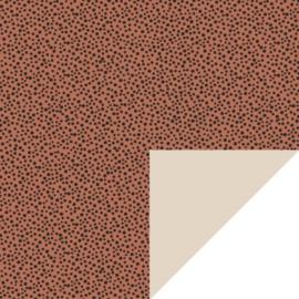 Bruin met zwarte stippen