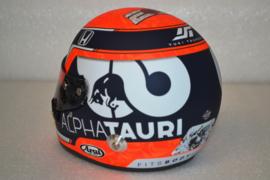 Yuki Tsunoda Alpha Tauri Honda helmet 2021 season