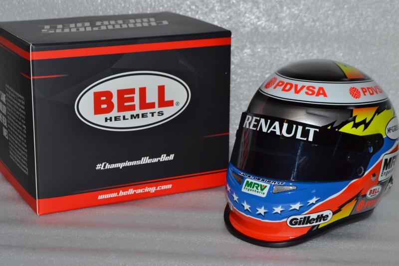 Pastor Maldonado Lotus Renault helmet 2012 season