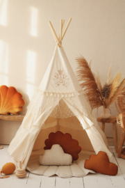 Flounces tipi tent
