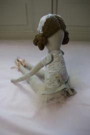 Ballerina Brunette