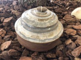 Urn met kiezelsteenknop