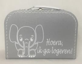 "Koffertje ""Hoera, ik ga logeren!"" met olifantje"