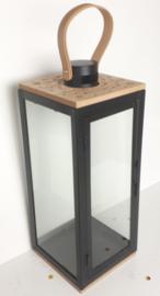 Lantaarn van metaal, hout en glas