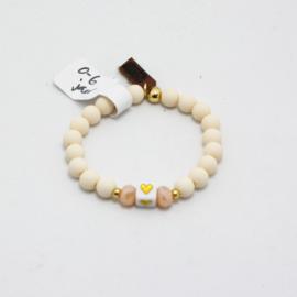 MB - Armbandje Vierkant steentje hartje wit 0-6j