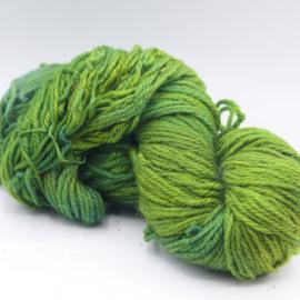 Getwijnde wol groen gemêleerd