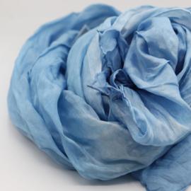 Zijden sjaal licht blauw gewolkt   45x180