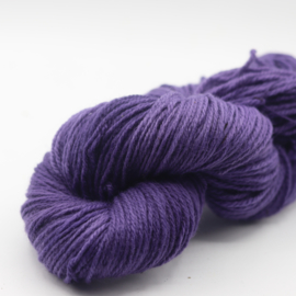 Getwijnde wol paars