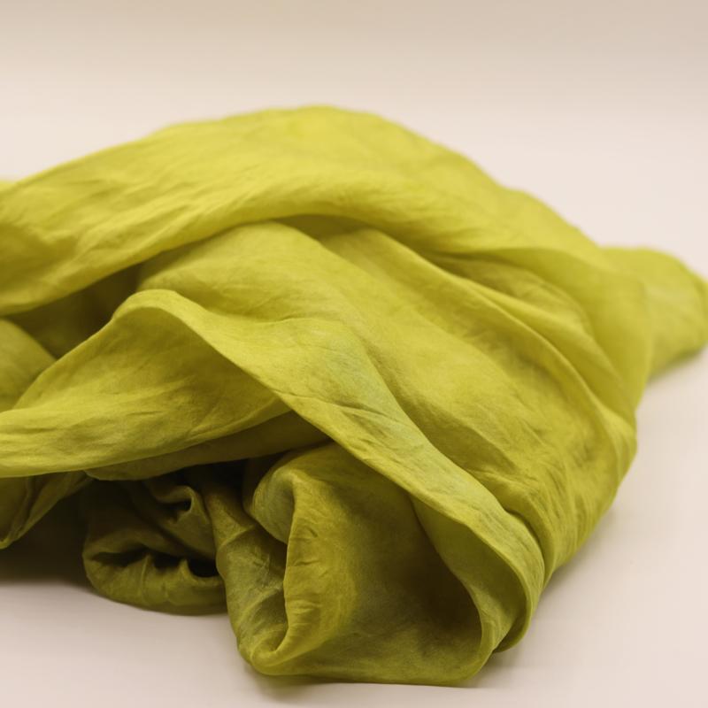 Zijden sjaal geelgroen 90x90