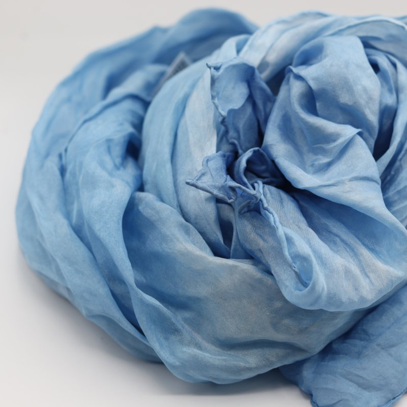 Zijden sjaal wolkjeslicht blauw 90x90