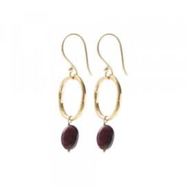 A beautiful story graceful Garnet gold