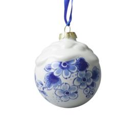 Kersthanger bal met sneeuw