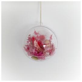 Kersthanger bal met droogbloemen roze