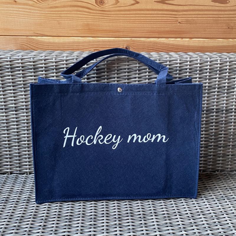 Vilten tas Hockey mom