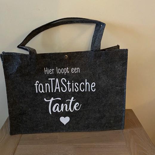 Vilten tas Hier loopt een fanTAStische tante