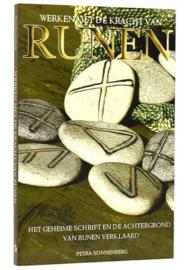 Petra Sonnenberg - Werken met de kracht van runen